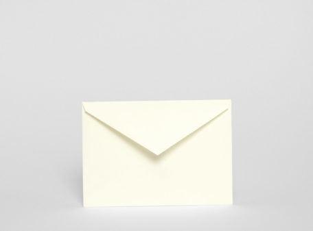 Cremeweißer Briefumschlag, 114 x 162 mm