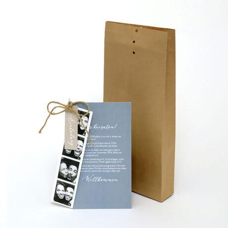 Einladungskarte mit braun Briefumschlag und mit Fotostreifen