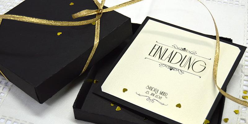 Einladungskarte Gold Hochzeit mit Schwarze Schachtel